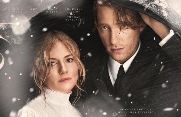 Sienna Miller y Domhnall Gleeson, protagonistas de 'The Tale of Thomas Burberry'. © Cortesía de Burberry